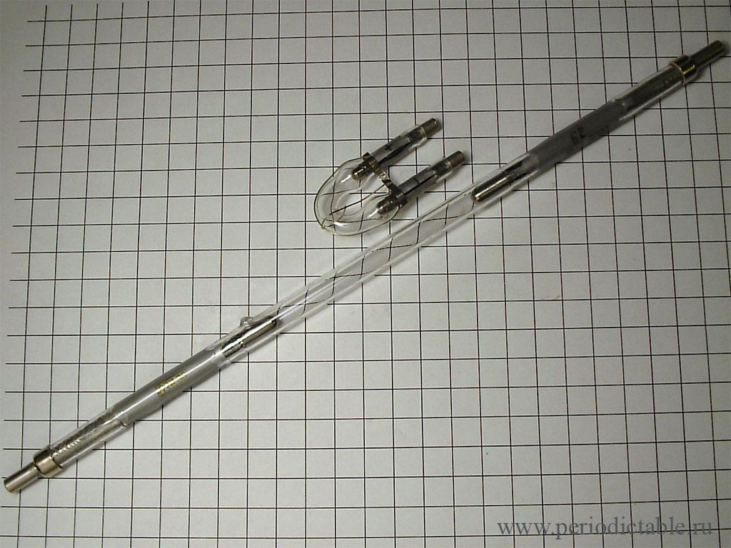 Второе по распространенности применение ксенона, это его использование в лампах-вспышках.  В отличие от автомобильных...